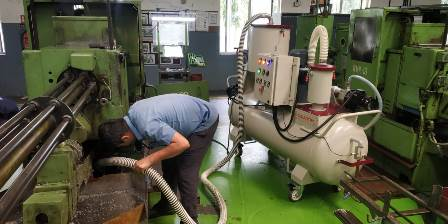 Oil sump cleaner for machine tools cleaning